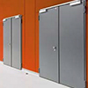 الأبواب المعدنية والأبواب المقاومة للحريق